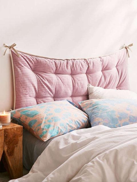 Das Kann Schon Mal Eine Flexible Wandleuchte Neben Dem Bett Sein, Die Dem  Nachttisch Mehr Ablagefläche Lässt. (Bild über: Noir Et Blanc Un Style)
