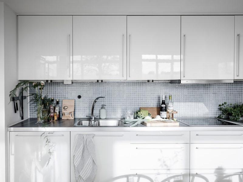Vielen Küchen Fehlt Es An Wärme, An Stauraum Und An Praktischen Ideen. Wer  Sich Seine Küche Nicht Selber Aussuchen Konnte, Etwa In Einer  Mietwohnungen, ...
