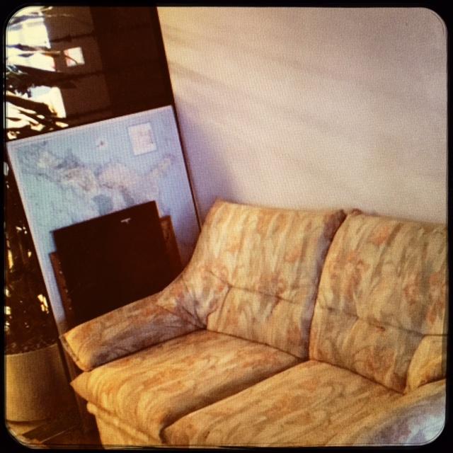 das schlimmste sofa der welt blog magazin. Black Bedroom Furniture Sets. Home Design Ideas