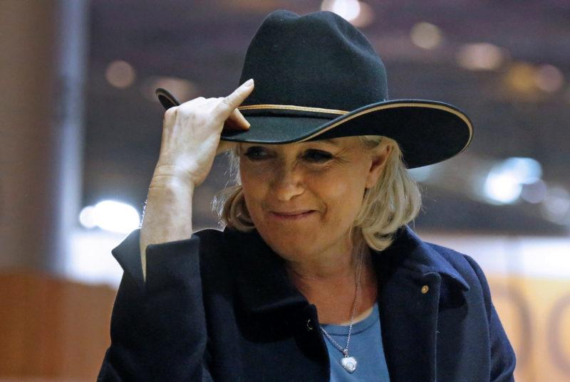 Feiert Erfolge beim zu kurz gekommenen Volk: Marine Le Pen, Vorsitzende des Front National, an einer Pferdeshow in Villepinte. Foto: Jacky Naegelen (Reuters)