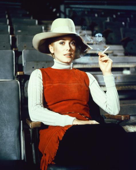 Zeitlos: Schon Catherine Deneuve wusste in den 1970-er Jahren um den Vorteil eines schmeichlenden Rollkragen-Pullovers. (Gettyimages)