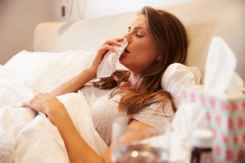 Ab ins Bett! Eine Grippe oder schwere Erkältung kann sich in die Länge ziehen. (Foto via lifeline.de)