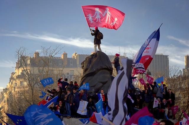 Gegen gleichgeschlechtliche Paare mit allen Konsequenzen: Anhänger der Bewegung «La Manif Pour Tous» verteidigen in Paris ihre Vision der traditionellen Familie, 2. Februar 2014. (Foto: Eric Feferberg/AFP)
