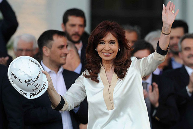 epa05052457 A handout picture provided by the Argentinian Government shows Argentinian President Cristina Fernandez de Kirchner (C) during the opening of multiple refurbished Human Rights Memorial buildings, in Buenos Aires, Argentina, 02 December 2015. Fernandez will leave the Presidency on 10 December 2015, when President elect Mauricio Macri will take oath on the charge. EPA/PRESIDENCY OF ARGENTINA HANDOUT EDITORIAL USE ONLY