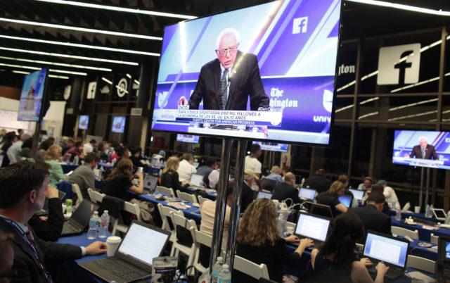 Bereits bei den Vorwahlen waren die Medienschaffenden klar verteilt. Zu den bevorstehenden Parteitagen wird der Konkurrenzkampf um die besten Plätze noch härter. Foto: Javier Galeano (Reuters)