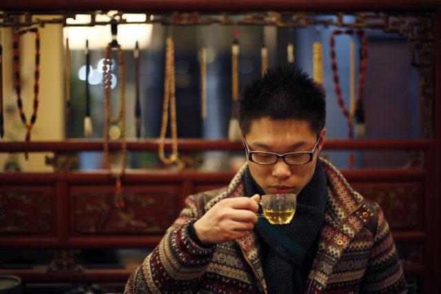 Shen Jun Yi aus Shanghai importiert Britischen Tee. Foto: Carlos Barria (Reuters)