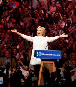 Die Geschichte mit den privaten E-Mails wird sie nicht los: Hillary Clinton im Wahlkampf. Foto: Reuters