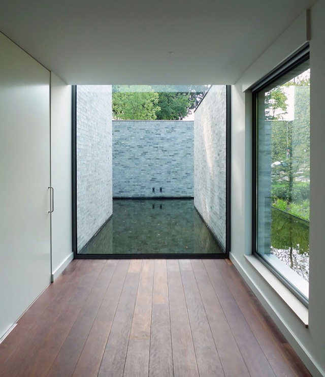 Kleines modernes wasserschloss sweet home for Modernes haus schweiz