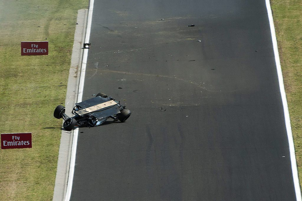 epa04858288 The car of Mexican driver Sergio Perez of Force India lies overturned on the track during the first practice session of the Formula One Hungarian Grand Prix on the Hungaroring circuit in Mogyorod, near Budapest, Hungary, 24 July 2015. The 2015 Formula One Grand Prix of Hungary will take place on 26 July.  EPA/ZSOLT CZEGLEDI HUNGARY OUT