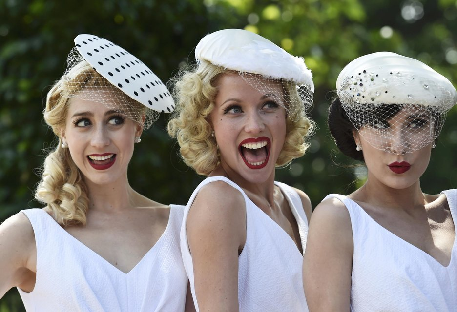 Race goers pose on Ladies Day at Royal Ascot, just south of London, Britain, June 18, 2015. REUTERS/Toby Melville