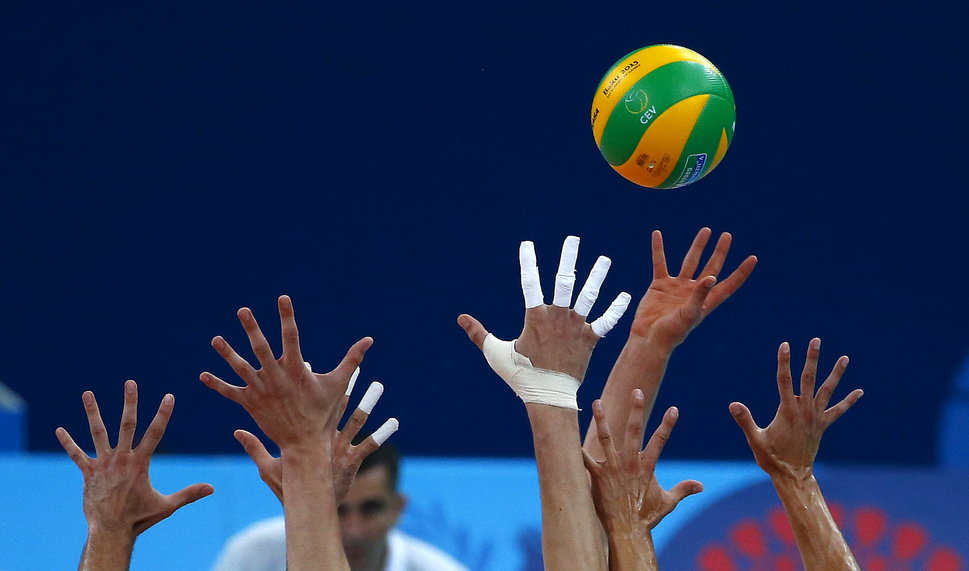 Players of Russia and Poland play during their men's bronze volleyball match at the 1st European Games in Baku, Azerbaijan, June 28, 2015.   REUTERS/Stoyan Nenov - RTX1I3OP