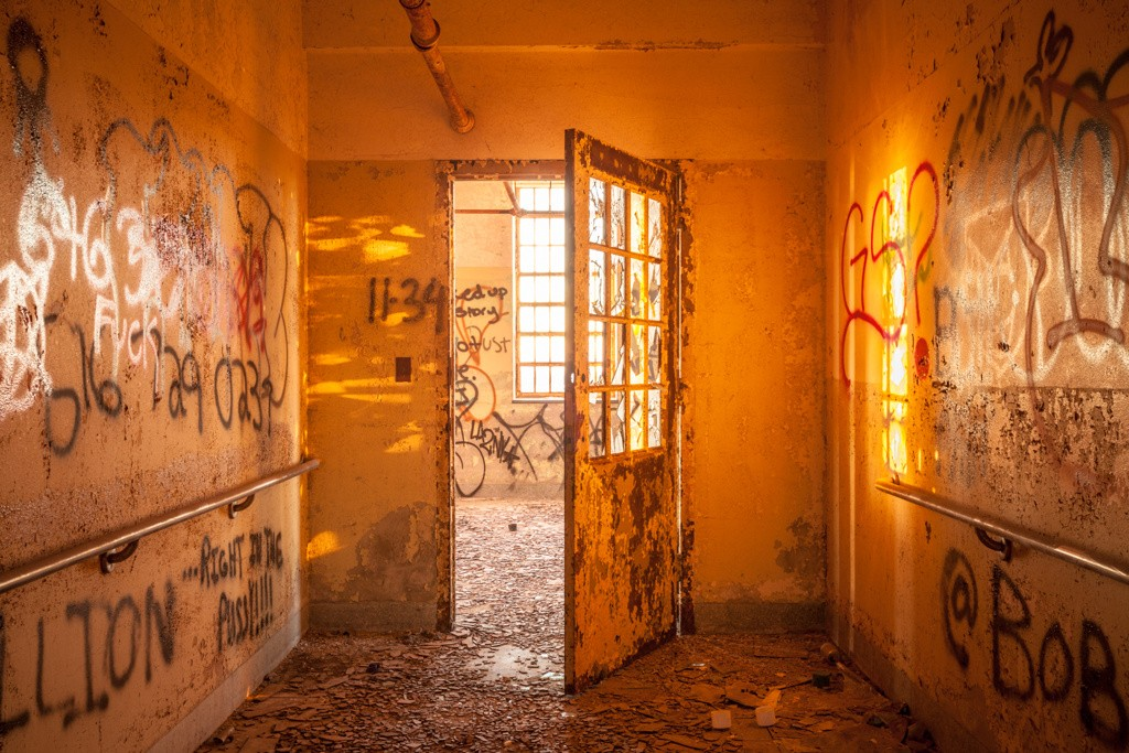 26ca0d510b74d8bc-WillEllis_Portfolio_AbandonedNYC-104