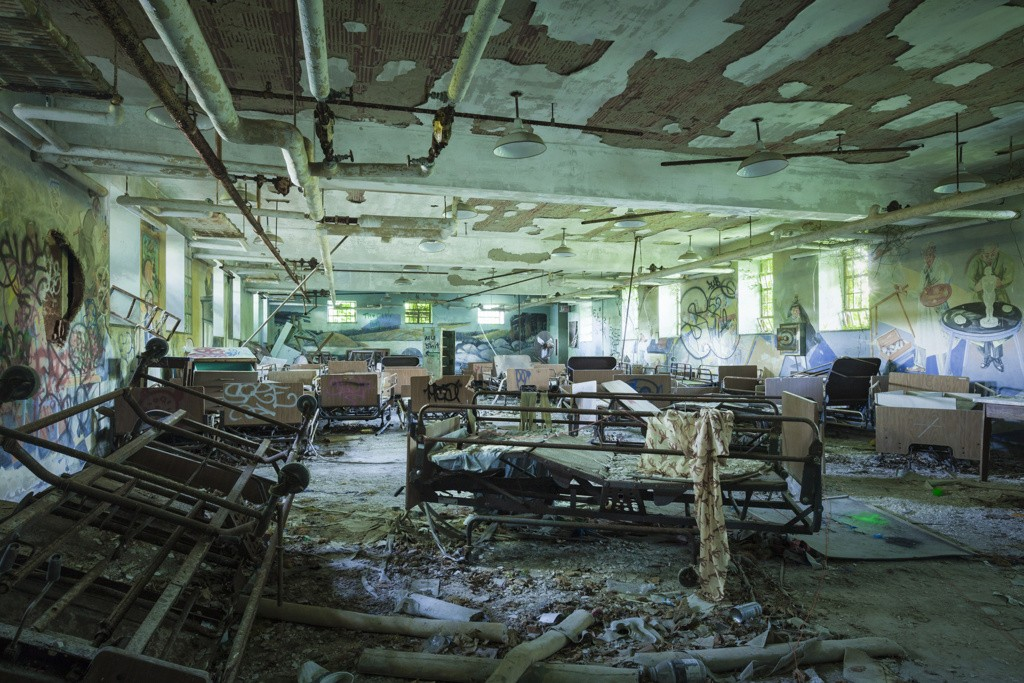 Kings Park Psychiatric Center on Long Island was one of the largest mental institutions on the East Coast. A craft room on the ground floor still held looms, half finished rugs, and murals painted by patients. (Will Ellis/AbandonedNYC.com)
