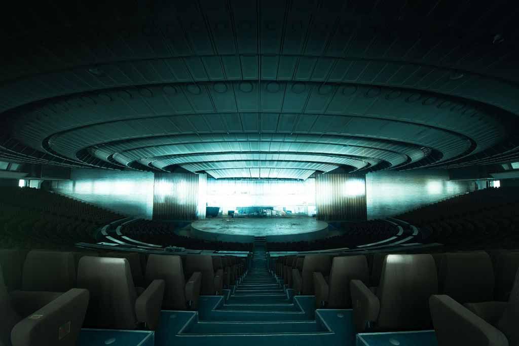 UNDATIERTES HANDOUT - Linnahall ist ein ehemaliger Konzertsaal in Tallinn, Estland. Mit einer Belichtungszeit von zwei Minuten konnte ich die Architektur des Gebauudes offenbaren, das sonst in kompletter Finsternis liegt. Der zentrale Blickpunkt verleiht dem Foto seine Kraft, denn er lenkt das Auge direkt in die Bildmitte. Fuer mich sieht es fast aus wie ein Raumschiff. (PHOTOPRESS/Nikon)