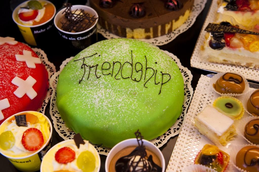 "**FAVORIT** BILD: RETO OESCHGER, ZUERICH, 27.07.12 Streetparade 2008 ""Friendship"" - Kuchen"