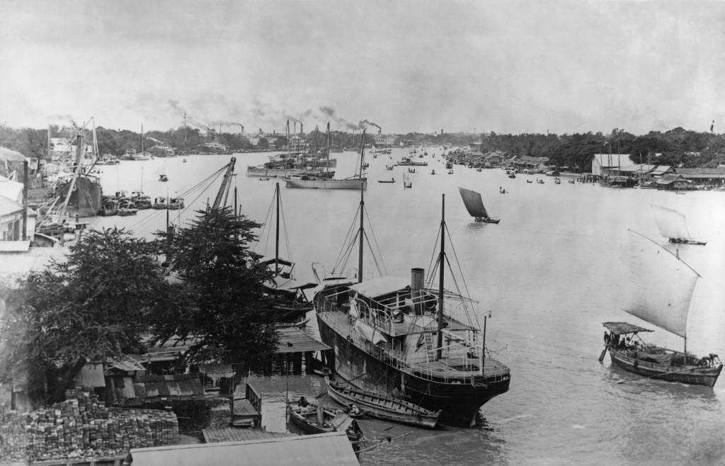 Ships on the Chao Phraya River, Bangkok, Thailand, circa 1910. (Photo by Hulton Archive/Getty Images)