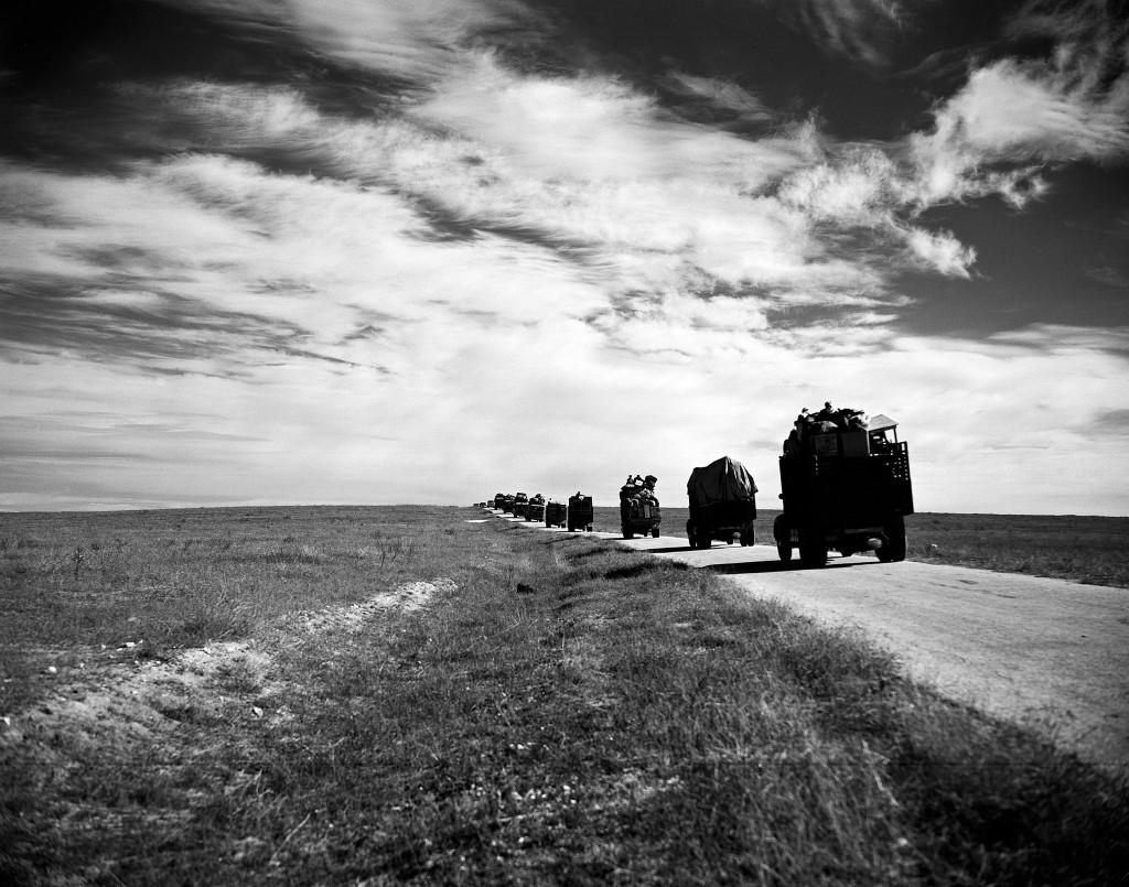 UNRWA Archive - Ausstellung Photobastei - BILDSEITE Ein Lastwagenkonvoi bringt Flüchtlinge und ihr Hab und Gut von Gaza nach Hebron im Westjordanland. © 1949 UN-Archiv, Fotograf unbekannt