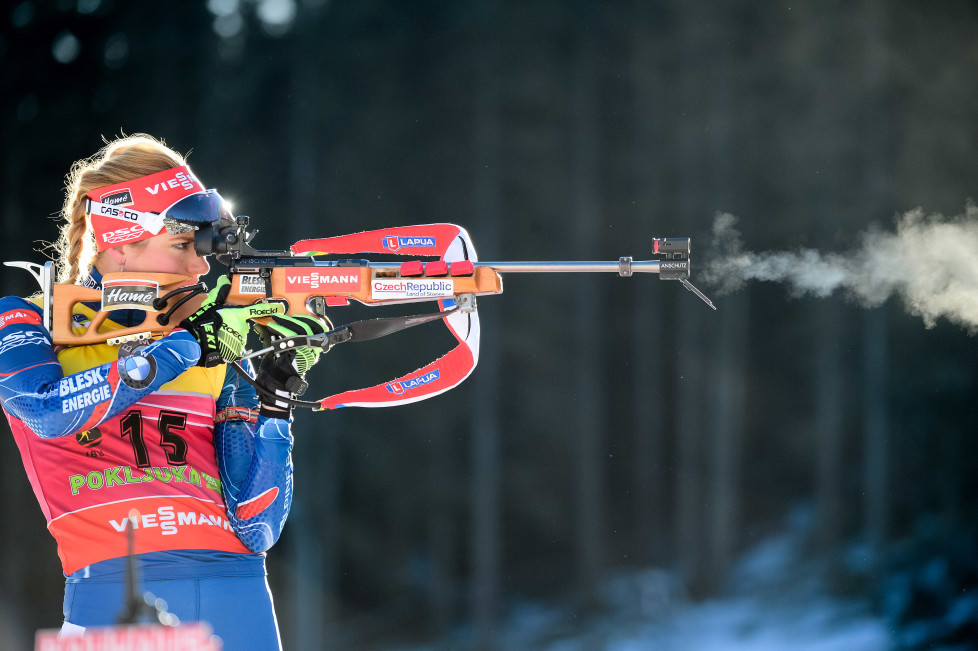 Gabriela Soukalova of Czech Republic aims at the shooting range prior to the Women's 7.5 km Sprint event of the IBU Biathlon World Cup in Pokljuka on December 18, 2015. / AFP / JURE MAKOVEC
