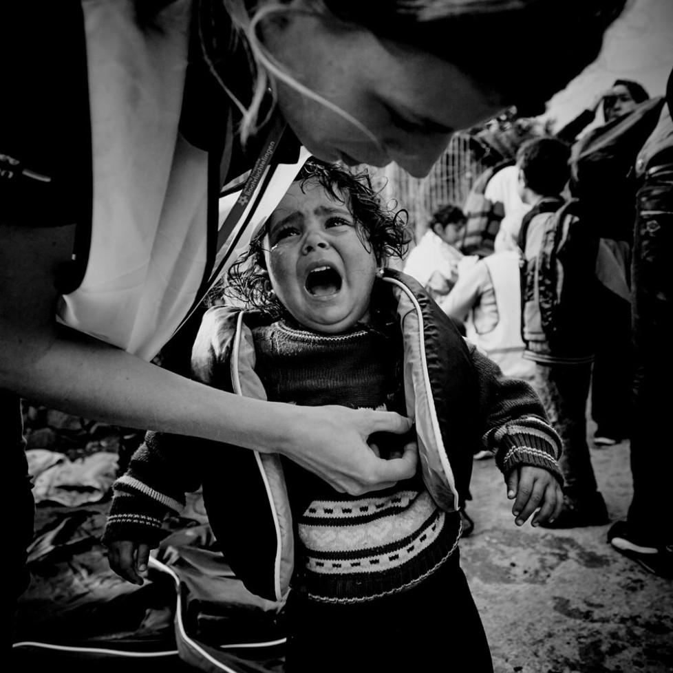 Gerade ist ein Boot von der Türkischen Küste komment an der Nordküste von Lesbos mit Flüchtlingen gelandet. Darunter viele Kinder.