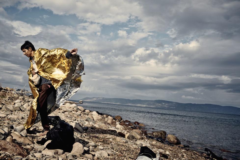 Flüchtlinge , die eben auf Lesbos von der Türkei angekommen sind .Ein junger Mann nach der Ankunft an der Nordküste von Lesbos .