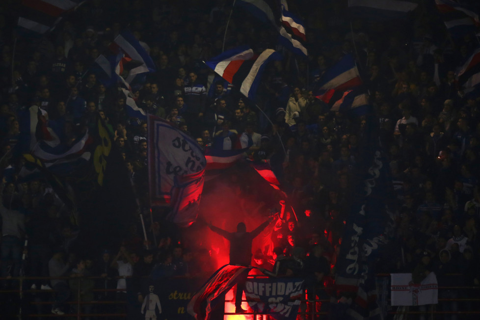 Sampdoria's supporters wave flags during the Italian Serie A football match Sampdoria Vs Juventus on January 10, 2016 at 'Luigi Ferraris Stadium' in Genoa. / AFP / MARCO BERTORELLO