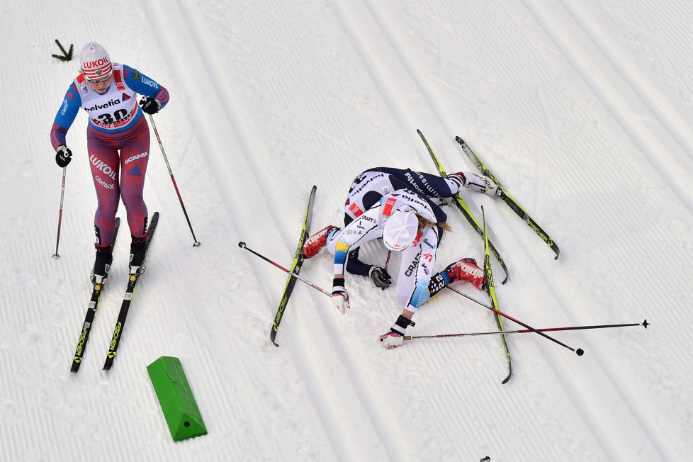 "Swedish Maria Rydqvist (top R) falls with Italian Lucia Scardoni (bottom R) next to Russian Alisa Zhambalova during the women's 10 km Mass Start classic competition of the ""Tour de Ski"" Cross Country World Cup on January 9, 2016 in the Lake Tesrero track of Val Di Fiemme. / AFP / GIUSEPPE CACACE"