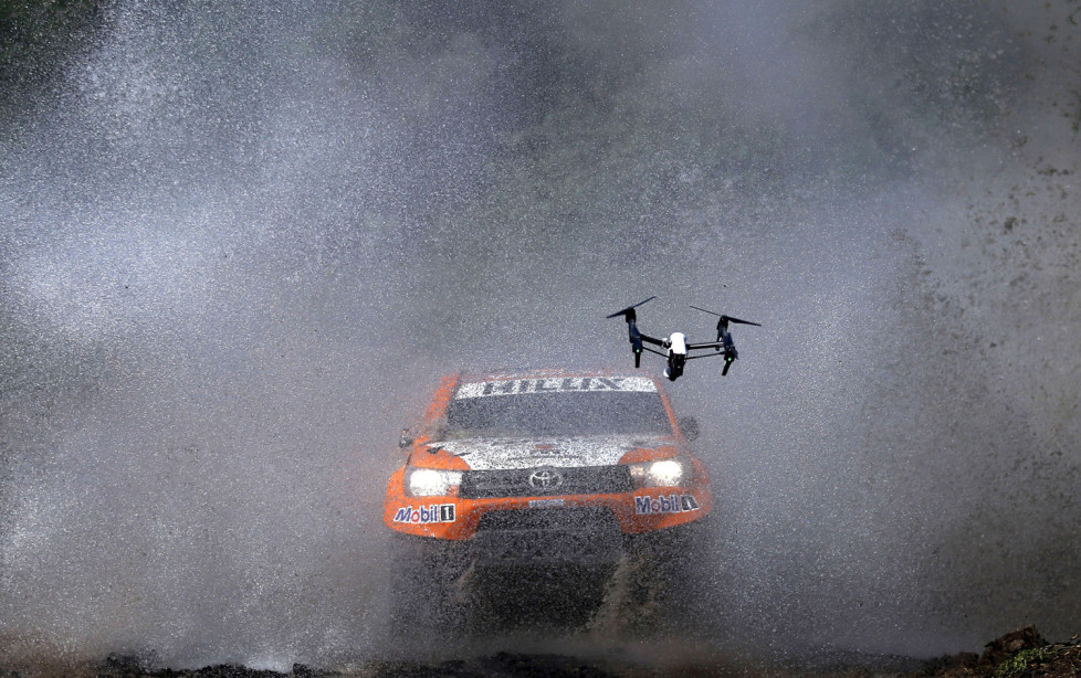 A drone with a camera follows Ronan Chabot of France as he drives his Toyota through the water during the Buenos Aires-Rosario prologue stage of Dakar Rally 2016 in Arrecifes, Argentina, January 2, 2016. REUTERS/Marcos Brindicci - RTX20TXF