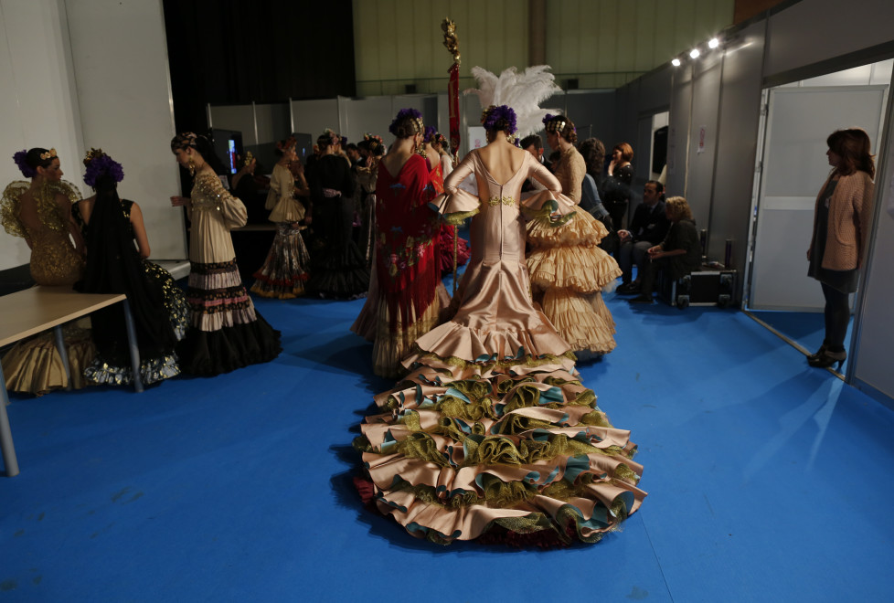 Models are seen backstage during the International Flamenco Fashion Show SIMOF in the Andalusian capital of Seville, Spain, February 5, 2016. REUTERS/Marcelo del Pozo - RTX25LEJ