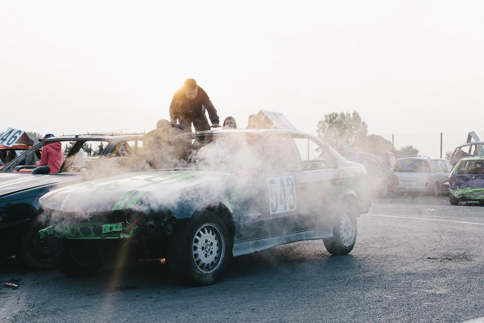Smoking car engine, Warneton.