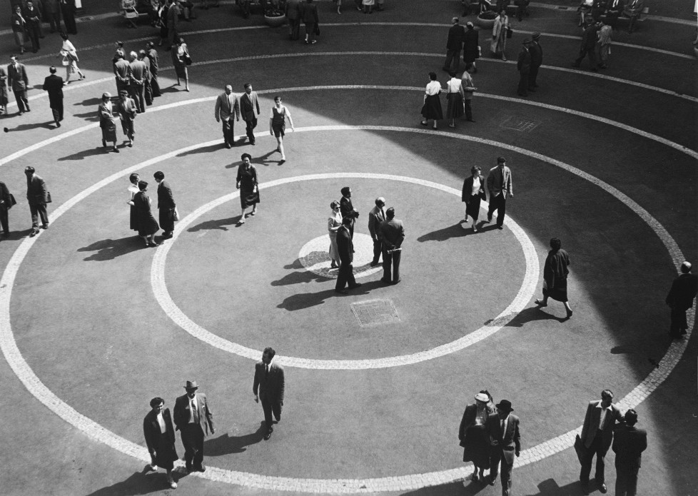 Der Rundhofbau: Innenhof, 1954 basel Quelle: Staatsarchiv Basel-Stadt, Foto Willy Pragher, Freiburg i.B. IM TAKT DER ZEIT BILDNACHWEIS Quelle: Staatsarchiv Basel-Stadt, Privatarchiv MCH Group