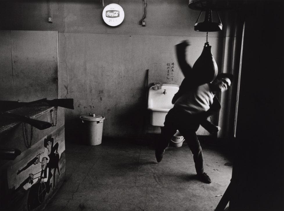 ** Provoke - Zwischen Protest und Performance Fotografie in Japan 1960 - 1975 ** Fotosmuseum Winterthur 28.5 - 28.8.2016 Shomei Tomatsu, Chi to bara (Blut und Rose), 1969 (c) Shomei Tomatsu Estate, Galerie Priska Pasquer