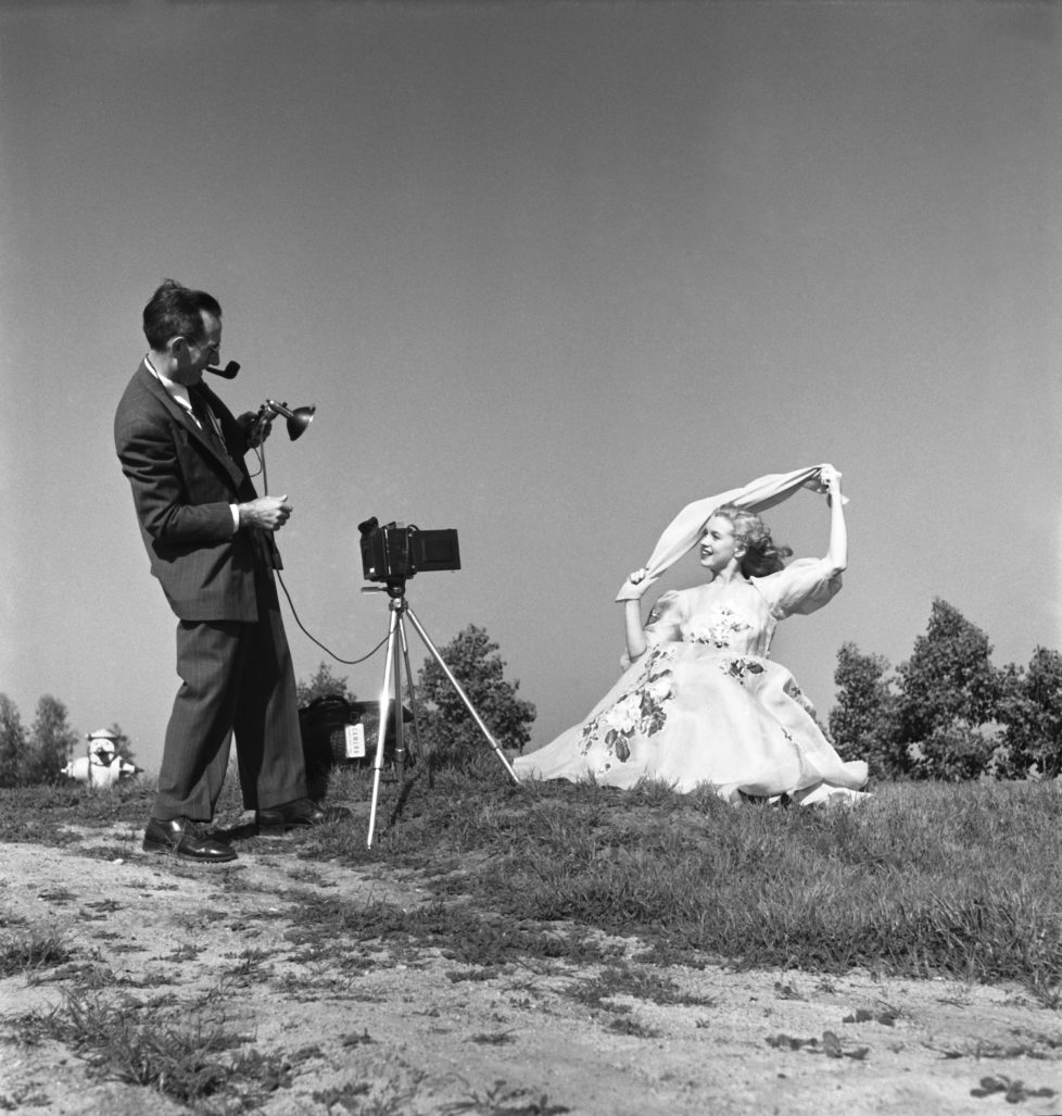 LOS ANGELES - 1947: Newly signed 20th Century-Fox contract girl Marilyn Monroe poses for photographer Earl Theisen in 1947 in Los Angeles, California. (Photo by Earl Theisen/Getty Images)