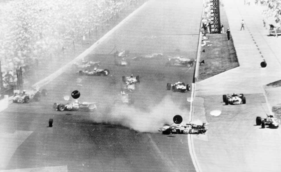 ZUR 100. AUSTRAGUNG DES AELTESTEN RUNDSTRECKEN-AUTORENNENS INDIANAPOLIS 500 AM SONNTAG, 29. MAI 2016, IN INDIANAPOLIS, USA, STELLEN WIR IHNEN FOLGENDES BILDMATERIAL ZUR VERFUEGUNG - In this May 30, 1966, file photo, cars crash on the first lap of the 50th running of the Indianapolis 500 auto race at Indianapolis Motor Speedway in Indianapolis, Ind. Eleven of the 33 cars did not continue the race. A.J. Foyt is at far left crashing into the wall. (KEYSTONE/AP Photo)