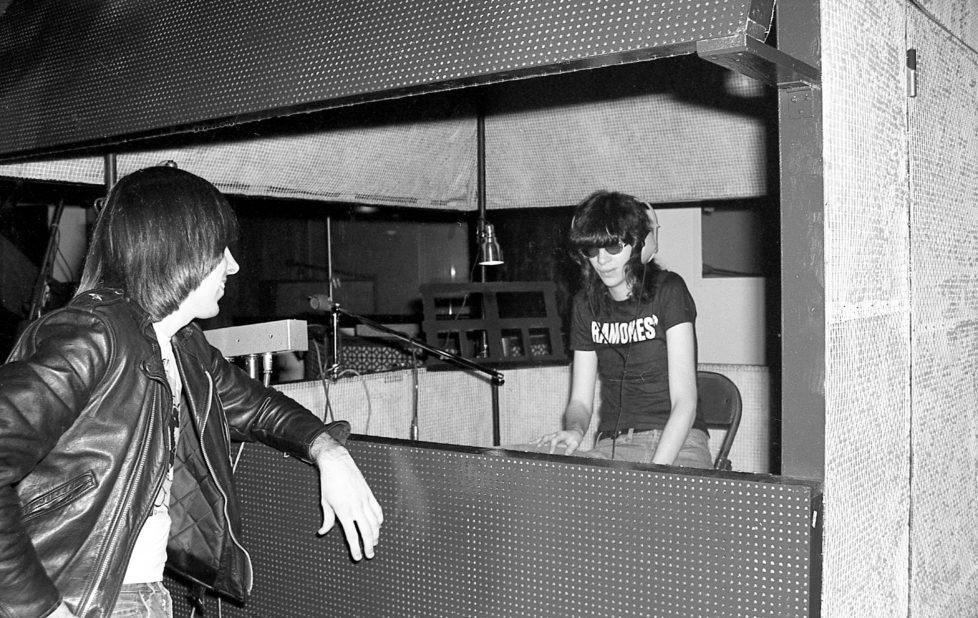 Ramones-FirstLP-C1-8