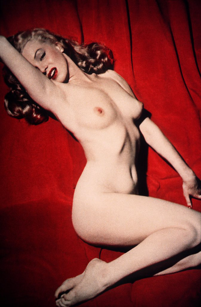 Marilyn Monoe poses for the premier edition of Playboy magazine, shown in this 1953 handout image. The picture - expected to sell for up to £5,700 is one of around 300 exhibits on sale at Christies in New York on 17 December 2003, to coincide with the magazine's 50th birthday. (KEYSTONE/EPA/CHRISTIES)