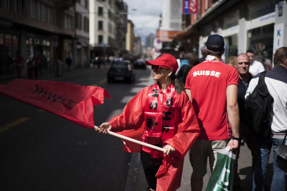 Impressionen vom Europameisterschafts Spiel zwischen der Schweiz und Albanien, aufgenommen im der Kanzlei und an der Lagstrasse. 11.06.2016 (Tages-Anzeiger/Urs Jaudas)