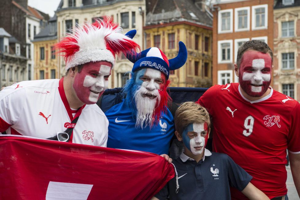 BILD: RETO OESCHGER, LILLE, 19.06.2016 RESSORT: SPORT EURO 2016 FRANCE SCHWEIZ - FRANKREICH Stade Pierre-Mauroy Fans in der Stadt, um den Place du General de Gaulle
