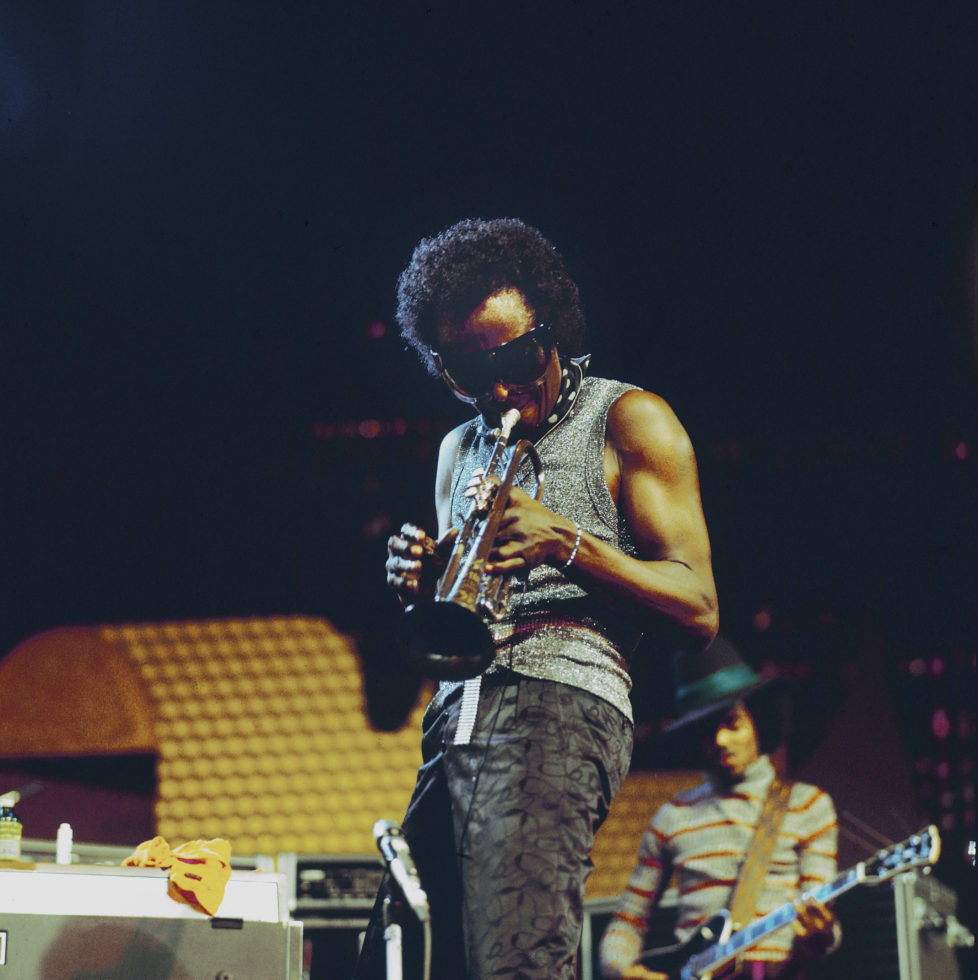 SWITZERLAND - JULY 01: MONTREUX JAZZ FESTIVAL Photo of Reggie LUCAS and Miles DAVIS, with Reggie Lucas behind, performing live onstage (Photo by David Warner Ellis/Redferns)