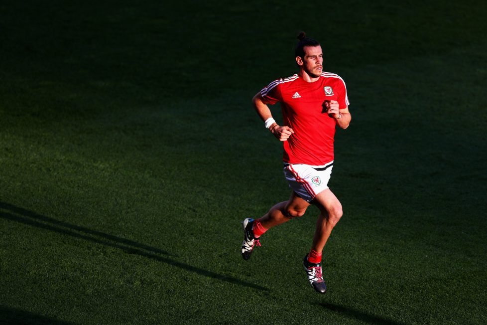 TOULOUSE, FRANCE - JUNE 20: Gareth Bale of Wales warms up during the UEFA EURO 2016 Group B match between Russia and Wales at Stadium Municipal on June 20, 2016 in Toulouse, France. (Photo by Ian Walton/Getty Images)