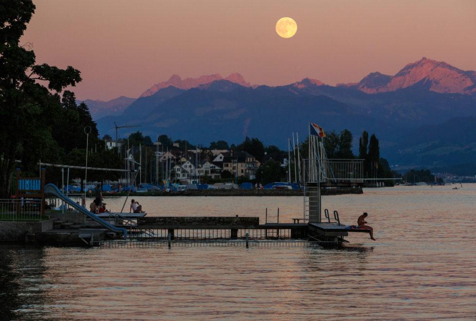 Fotowettbewerb KW 30 - Hitze Heisse Nacht am Zürichsee. 20.Juli 2016, Badi Uetikon am See