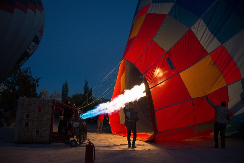 Das Bild entstand in Kapadokien, Türkei frühmorgens um 5:30 Uhr. Wir warteten auf den Start des Ballonfluges.