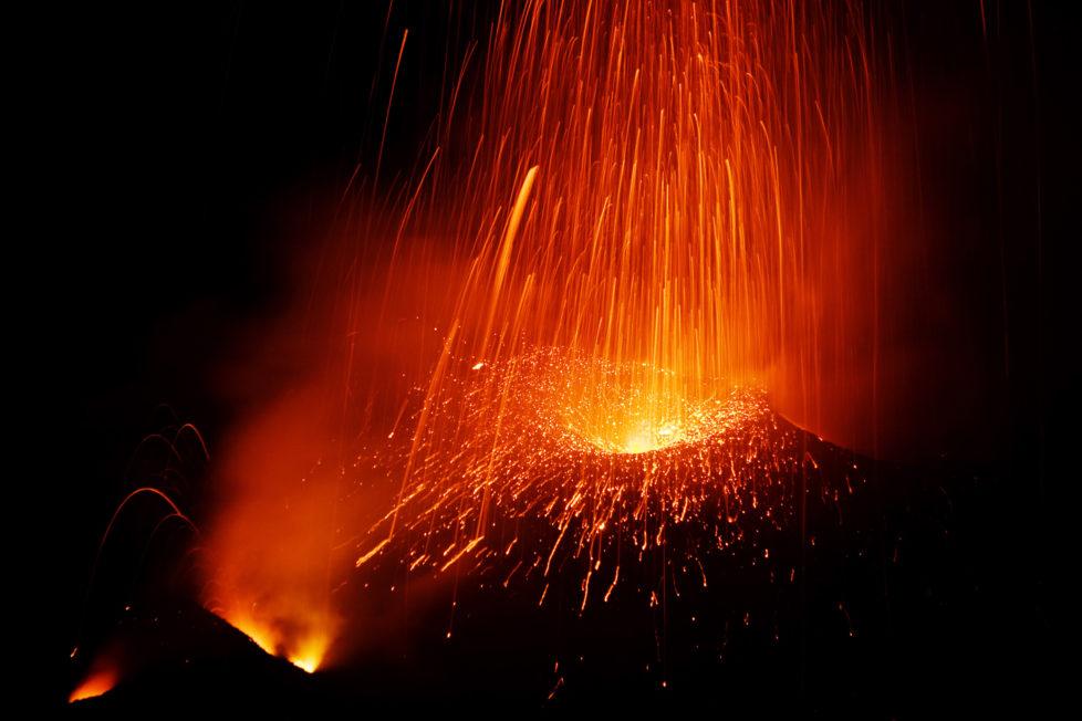 Fotowettbewerb KW 30 - Hitze Bild vom Vulkan STROMBOLI in Italien