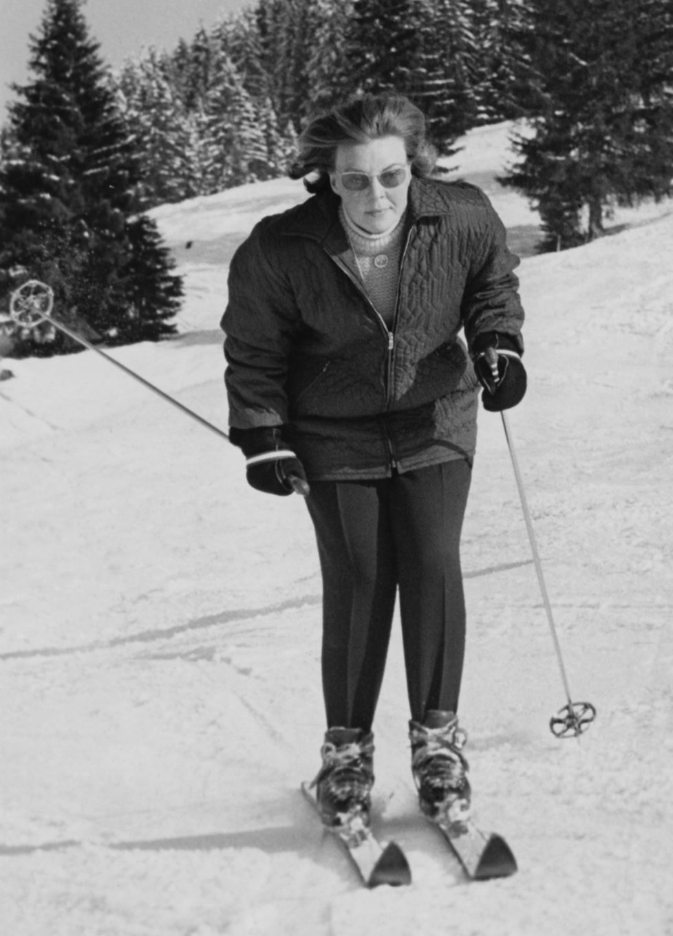 Princess Beatrix of the Netherlands skiing during a holiday in Gstaad, Switzerland, 4th February 1965. (Photo by Keystone/Hulton Archive/Getty Images) *** Local Caption *** Beatrix of the Netherlands