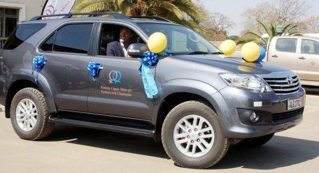Ein überglücklicher Hervé Renard in seinem neuen Fahrzeug.