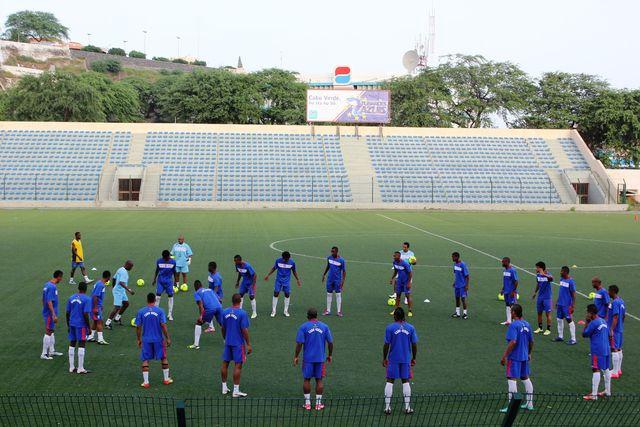 Die kapverdische Nati beim Abschlusstraining im Estádio da Várzea in Praia – Klicken für grosses Bild