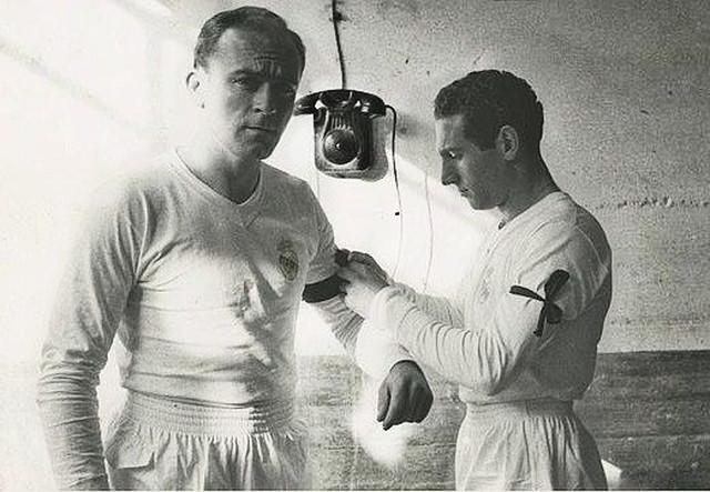 FOTOS HISTORICAS O CHULAS  DE FUTBOL - Página 3 Real-Madrid-Alfredo-Di-Stefano-und-Paco-Gento-1950er