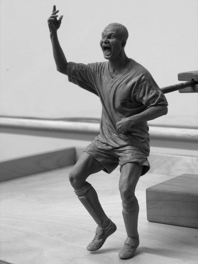 Adam Beane; Dancing Milla; Cx5 und Stahl; 21 cm; 2009