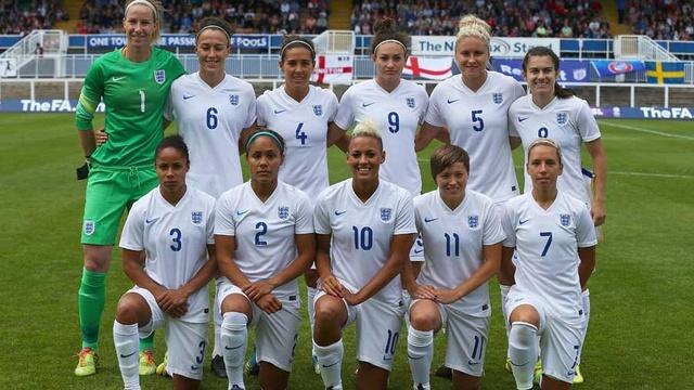 Das englische Frauenteam vpor demn Spiel gegen die Schwedinnen, 4. August 2014