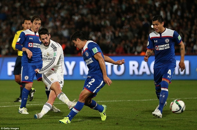 Real Madrids Isco erzielt das 4:0 gegen Cruz Azul und gleichzeitig das 176. Tor des Jahres 2014.
