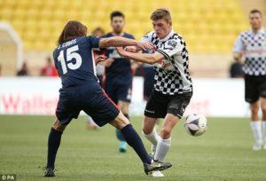 Toni Kroos kickte auch mit.